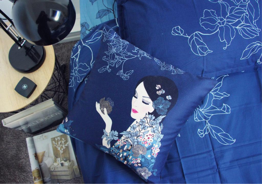 Le linge de lit bleu inspiration Klimt, photo prise lors du shooting pour Carré Blanc St Malo